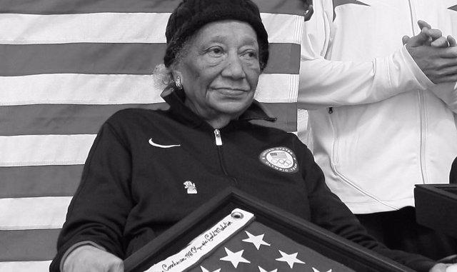 Alice Coachman, recibiendo un homenaje en Tuskegee.