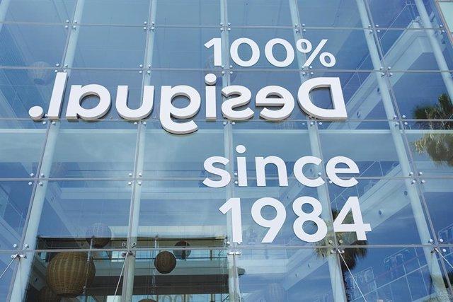Nuevo logo de Desigual en sus oficinas de Barcelona