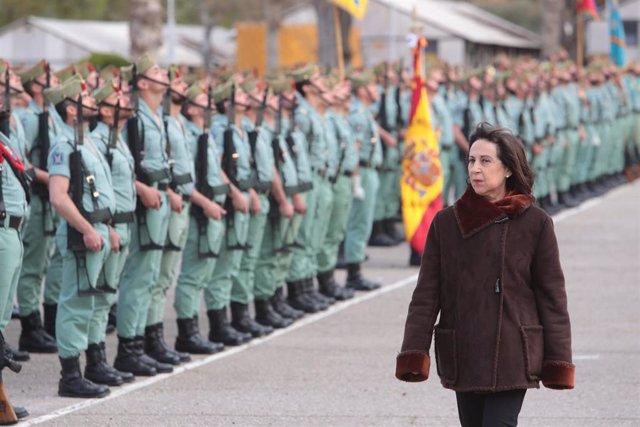 Robles durante una visita al Tercio 'Alejandro Farnesio' 4º de la Legión, en Ronda (Málaga)
