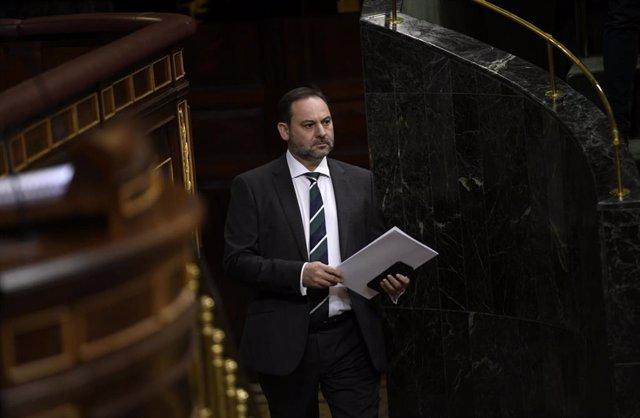 El ministro de Transportes, Movilidad y Agenda Urbana, José Luis Ábalos se dispone a su intervención en el Congreso de los Diputados