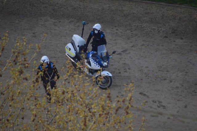 Dos agentes de la Guardia Urbana de Lleida.