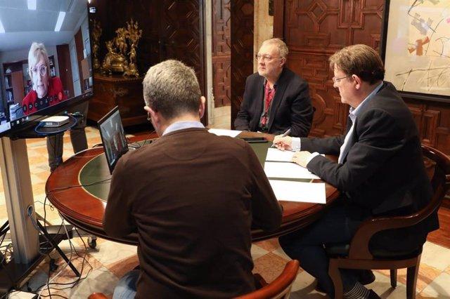 El presidente de la Generalitat, Ximo Puig, durante la videoconferencia mantenida con la consellera de Sanidad, Ana Barceló.