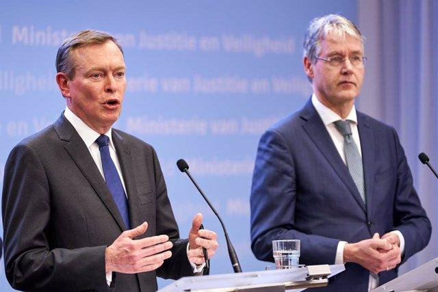 Coronavirus.- Dimite el ministro de Cuidados Médicos holandés tras desmayarse du