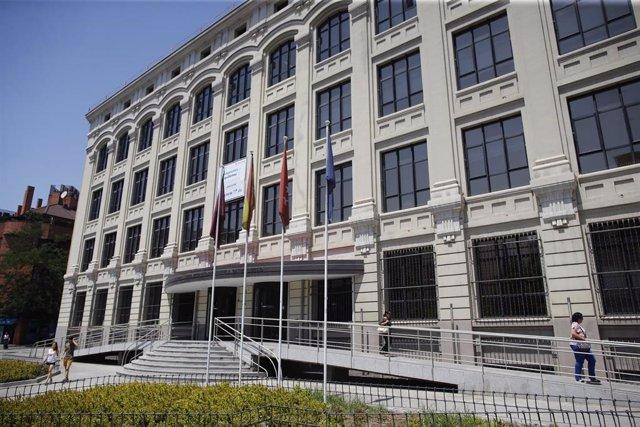 Fachada de la Empresa Municipal de la Vivienda y Suelo de Madrid (EMVS).