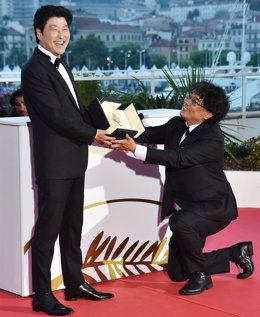 May 25, 2019 - Cannes, France: South Korean actor Song Kang-ho (left) and director Bong Joon-ho, the Golden Palm winner for the film 'Parasites' (Gisaengchung), at the winners photo session during the closing ceremony on the 12th day of the 72nd Cannes In