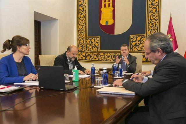 Reunión entre el Gobierno de Castilla-La Mancha y los grupos parlamentarios para abordar la situación del coronavirus
