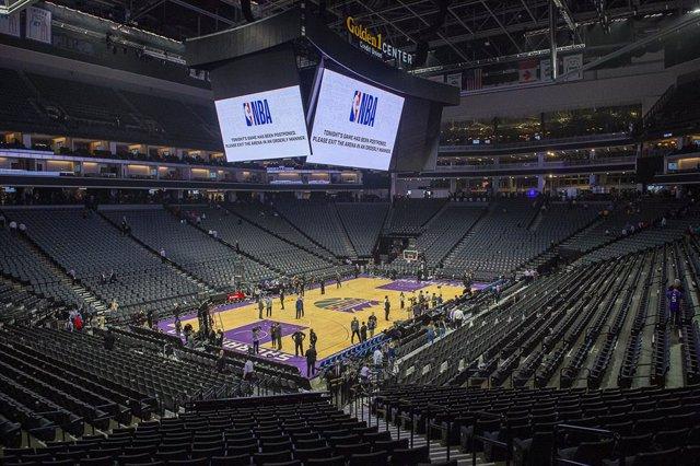AMP.- Baloncesto/NBA.- Dos jugadores de los Lakers y tres miembros de los Sixers