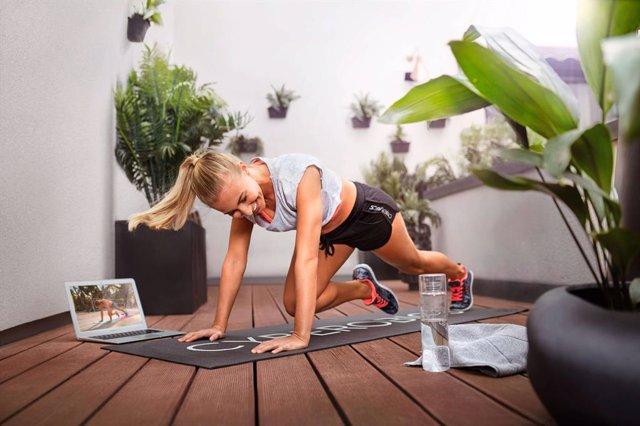 COMUNICADO: La plataforma virtual de fitness CYBEROBICS invita a entrenar en cas