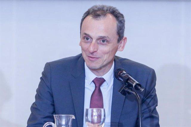 El ministro de Ciencia e Innovación, Pedro Duque, durante su intervención en la inauguración del seminario sobre Tecnologías Disruptivas, en la Residencia de Estudiantes de Madrid (España), a 17 de febrero de 2020.