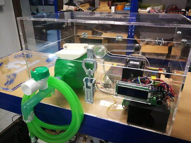 Prototipo de respirador artificial impulsado en Asturias.