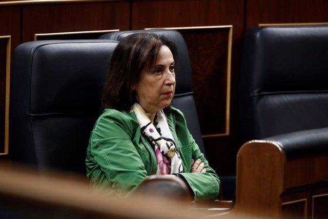 La ministra de Defensa, Margarita Robles,  durante la intervención del presidente del Gobierno, Pedro Sánchez, para explicar la declaración del estado de alarma, en Madrid (España), a 18 de marzo de 2020.