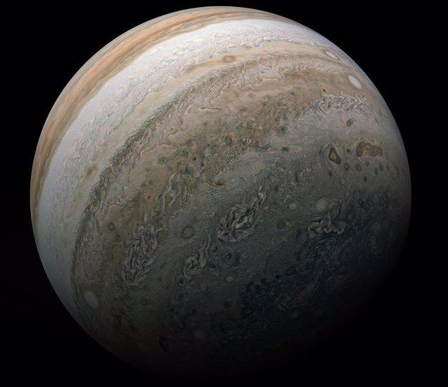 La sonda espacial Juno capta la belleza de Júpiter