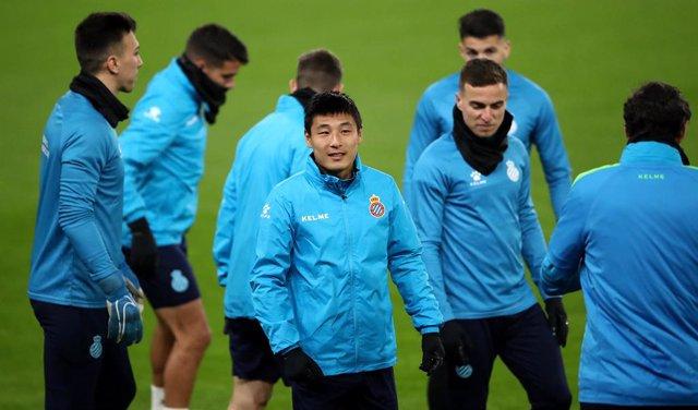 Fútbol.- Wu Lei, positivo por coronavirus en el Espanyol