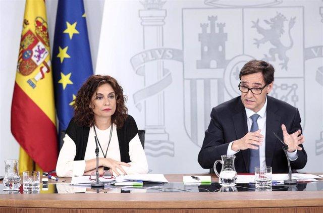 La ministra de Hacienda, María Jesús Montero, y el ministro de Sanidad, Salvador Illa durante la rueda de prensa posterior al Consejo de Ministros en una imagen de archivo
