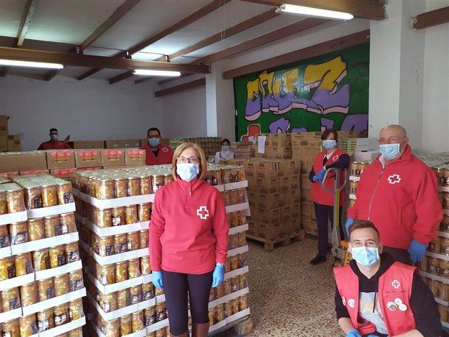 Cruz Roja también contribuye al reparto de alimentos