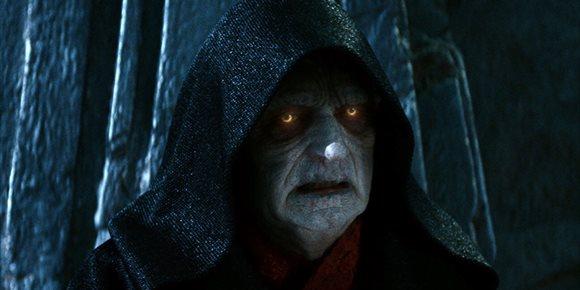 8. Star Wars explica al detalle cómo sobrevivió Palpatine tras su combate con Darth Vader