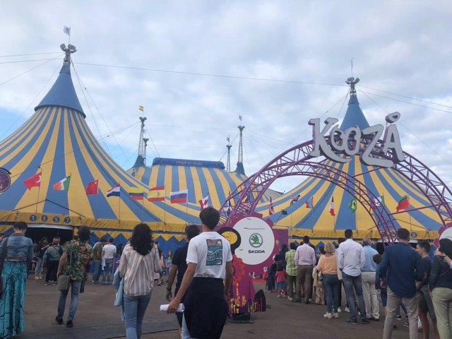 Carpa del espectáculo 'Kooza' del Circo del Sol ubicada en Gijón.