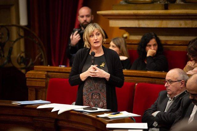 La consellera de Salud de la Generalitat, Alba Vergés, interviene en una sesión plenaria en el Parlament de Cataluña, en Barcelona (Catalunya, España), a 12 de febrero de 2020.
