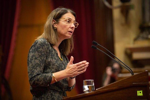 La consellera de Presidencia y portavoz del Govern de la Generalitat, Meritxell Budó, durante su intervención en una sesión plenaria del Parlament, en Barcelona /Catalunya (España), a 17 de diciembre de 2019.