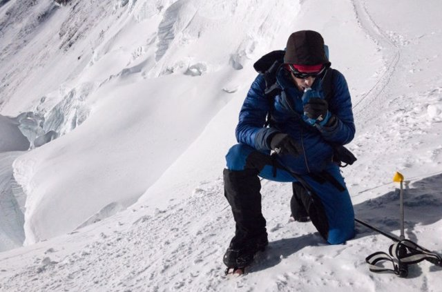 Kilian Jornet culmina su ascensión al Everest