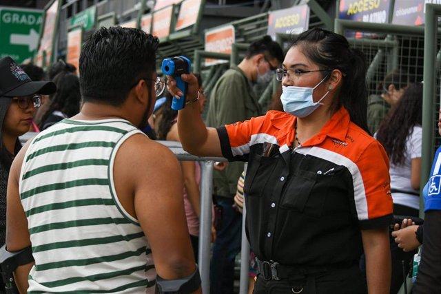 Pruebas de temperatura por el coronavirus en México