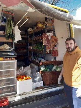 Iván, el frutero de decenas de poblaciones en varios ayuntamientos de la provincia de Pontevedra