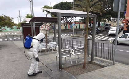 El servicio de limpieza de Santa Cruz emplea más de 190.000 litros de agua para desinfectar las calles