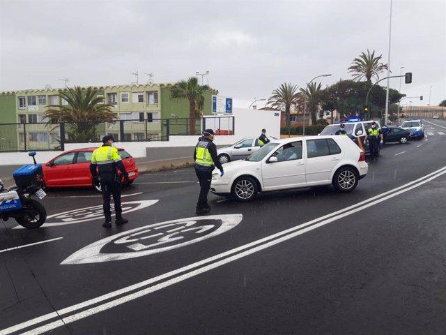 Control de la Policía Local y de la Policía Nacional en Santa Cruz de Tenerife debido al estado de alarma por el coronavirus