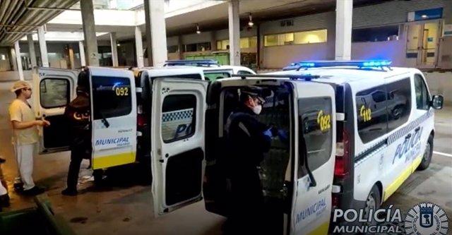 LA POLICÍA MUNICIPAL DE MADRID DISTRIBUYE BOTELLAS DE AGUA A VARIOS HOSPITALES DE MADRID