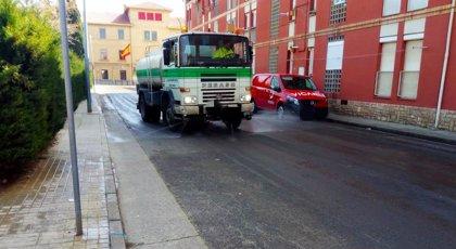El Ayuntamiento de Huesca colabora con organizaciones agrarias y Bomberos en la desinfección de las calles