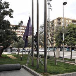 El Ayuntamiento baja las banderas a media asta