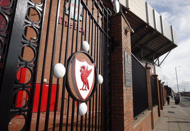 Fútbol.- El Liverpool ofrece su personal a los supermercados de Merseyside y pid