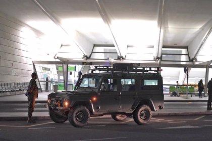 Los militares abandonan la torre de control de Loiu pero permanecen en el aeropuerto