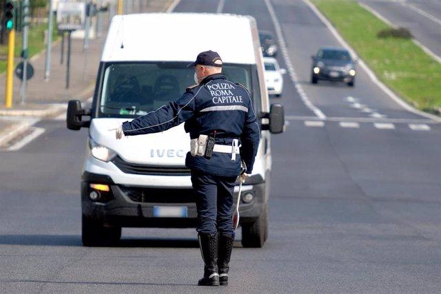 Policía en Italia durante la crisis del coronavirus