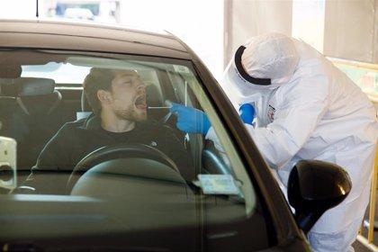 El aparcamiento del centro de salud La Roca de Málaga, punto para realizar los test rápidos de coronavirus previa cita