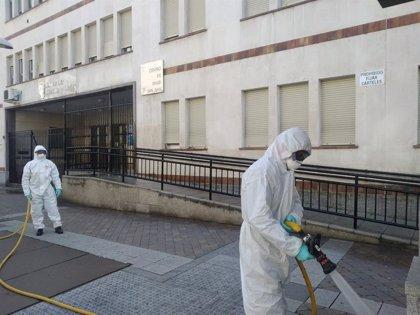 La UME desinfecta hospitales, centros de salud, residencias de mayores y otras dependencias públicas