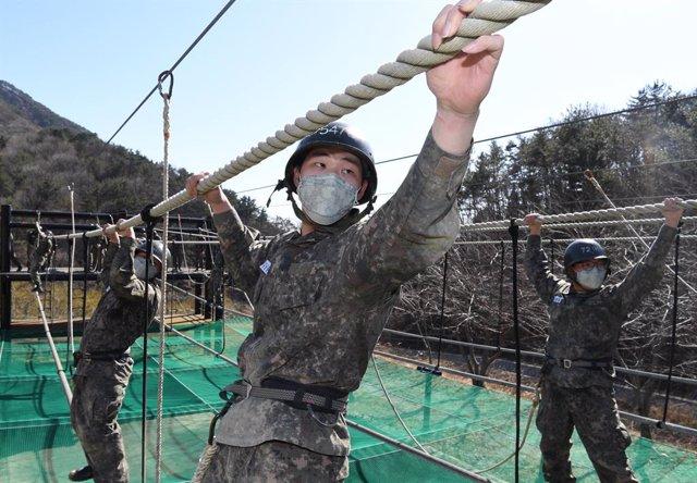 El ritmo de nuevas infecciones diarias en Corea del Sur ha mostrado signos de desaceleración desde la segunda semana de marzo, después de que se completaran las pruebas de coronavirus a 210.000 personas seguidoras de la Iglesia Shincheonji.