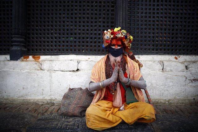 Coronavirus.- Nepal cierra sus fronteras con India y China tras suspender los vu