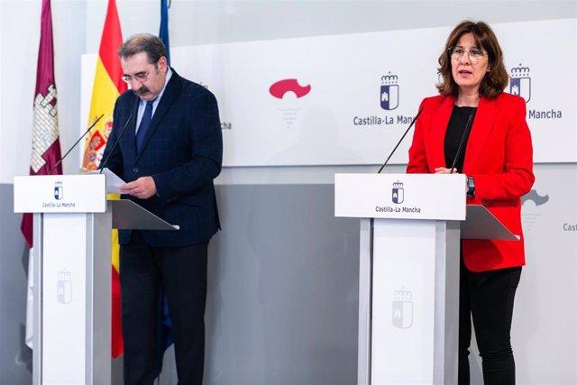 El consejero de Sanidad, Jesús Fernánez, y la portavoz, Blanca Fernández.