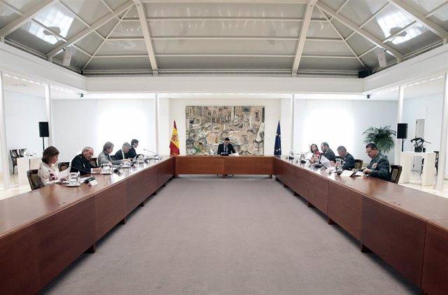 El presidente del Gobierno, Pedro Sánchez, preside la reunión del Comité de Gestión de Crisis para tratar la situación del coronavirus en el país, en Madrid (España), a 23 de marzo de 2020.