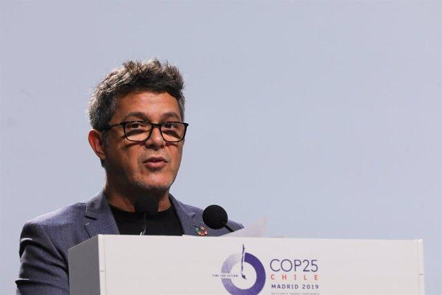 El cantante Alejandro Sanz durante su intervención en la ceremonia de inauguración del tramo de Alto Nivel de la Cumbre del Clima