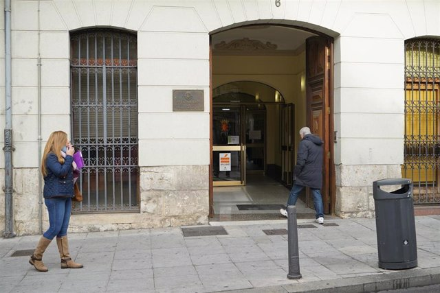 Imagen de archivo del servicio de Gestión de Ingresos del Ayuntamiento de Valladolid, en la plaza de Santa Ana.