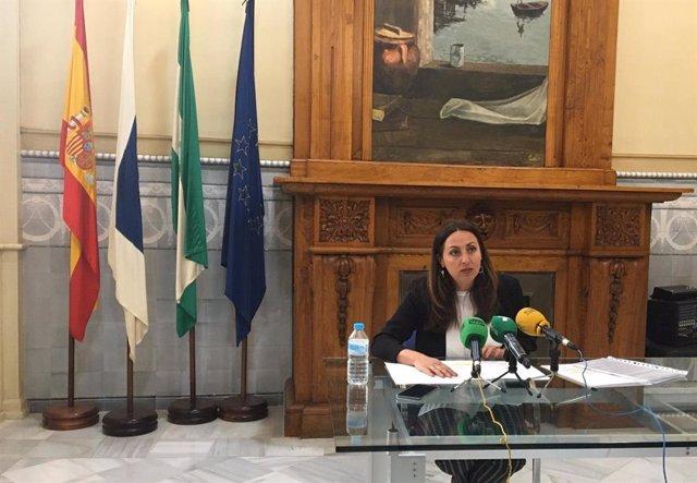 La delegada de Igualdad en Huelva, Estela Villalba, en rueda de prensa.