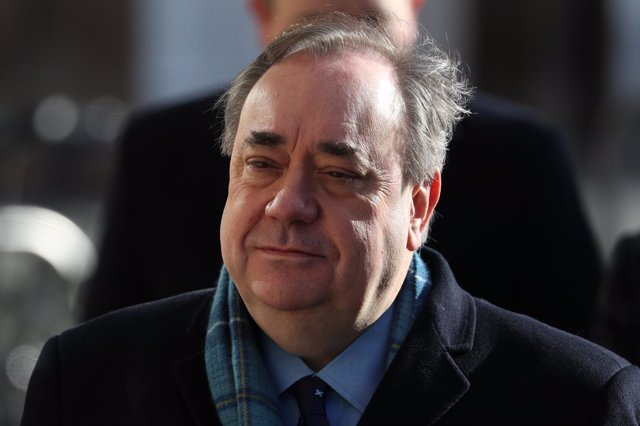 R.Unido.- El exmandatario escocés Alex Salmond, absuelto de delitos sexuales