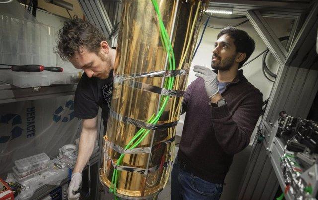 Cómo producir el eslabón perdido para una Internet cuántica
