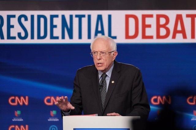 EEUU.- Sanders se hace con el voto de los demócratas que viven fuera de EEUU en