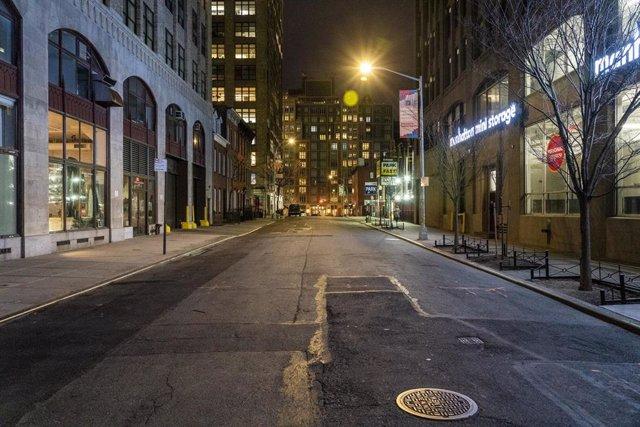 Una calle desierta de Nueva York durante la crisis del coronavirus.