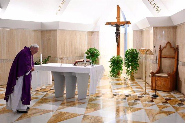 """Coronavirus.- El Papa pide oraciones por los que sufren """"dificultades económicas"""