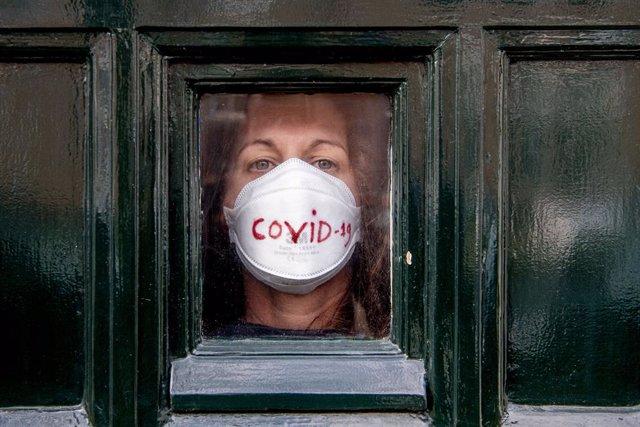 Coronavirus.- Países Bajos prohíbe todas las reuniones de más de tres personas h