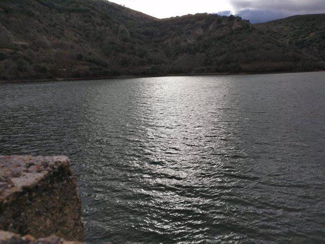 Embalse de Mansilla desde la presa